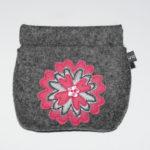 Retro-Nr. 4: mittelgraumeliert mit Blume in pink grau pink und rosa Knopf (12€)